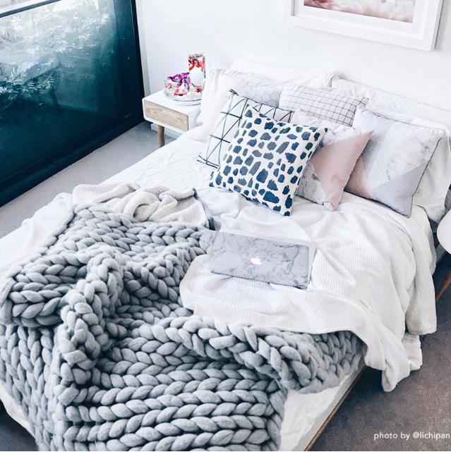 cottage, knitting