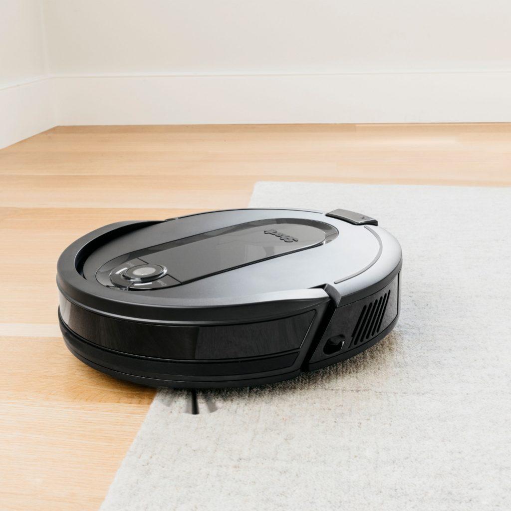 Keep your pet-friendly home with Shark IQ XL Robot Self-Empty™ Robotic Vacuum